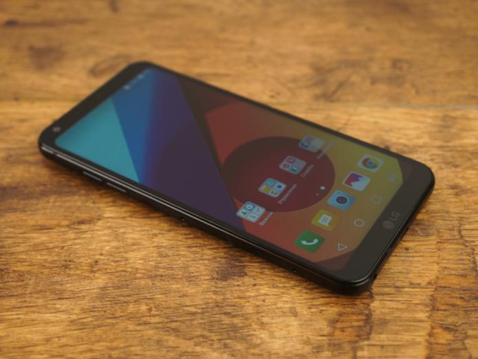 Обзор смартфона LG Q6a