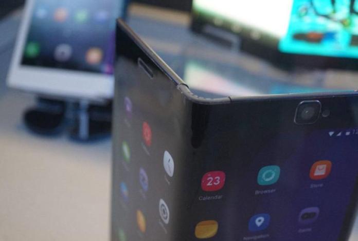 Huawei выпустит смартфон со сгибающимся дисплеем